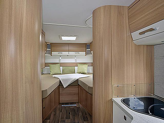 hamburg wohnmobile camper mieten rent a camper. Black Bedroom Furniture Sets. Home Design Ideas